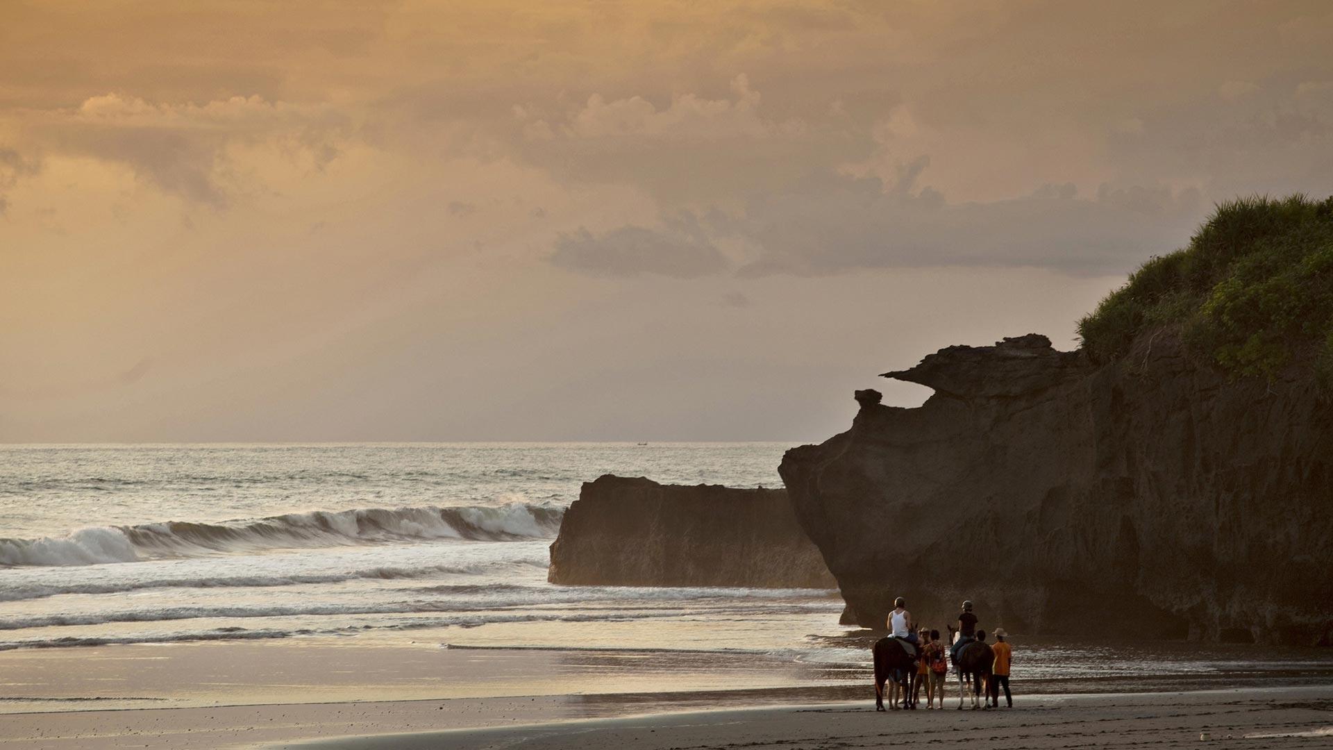 海滩边的骑马